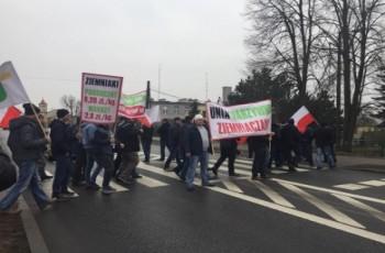 Rolnicy przeciwni importowi ziemniaków wyszli na ulice