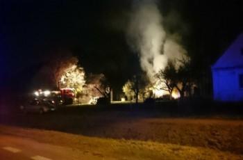 Spłonęła kolejna stodoła z częścią maszyn - mieszkańcy